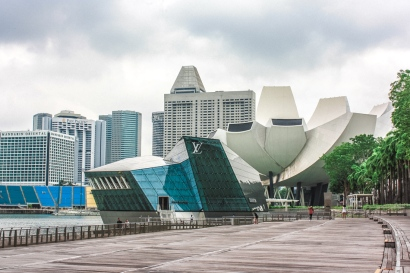 Louis Vuitton Island Maison and the Art Science Museum at Marina Bay.